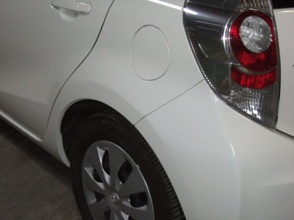 トヨタ アクア リアフェンダー 板金塗装